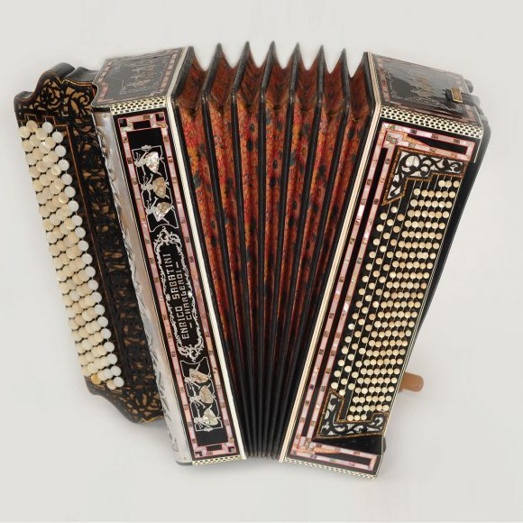 Odnowienie i przywrócenie stanu ekspozycyjnego 50 instrumentów ze zbiorów muzealnych