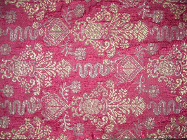 Mody i splendory. Luksusowe tkaniny – oryginały, rekonstrukcje, interpretacje.