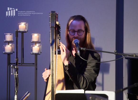 Michał Zator - wokal i harfa
